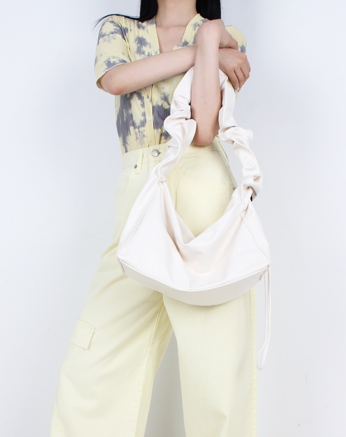 shirring in strap leather bag (white)